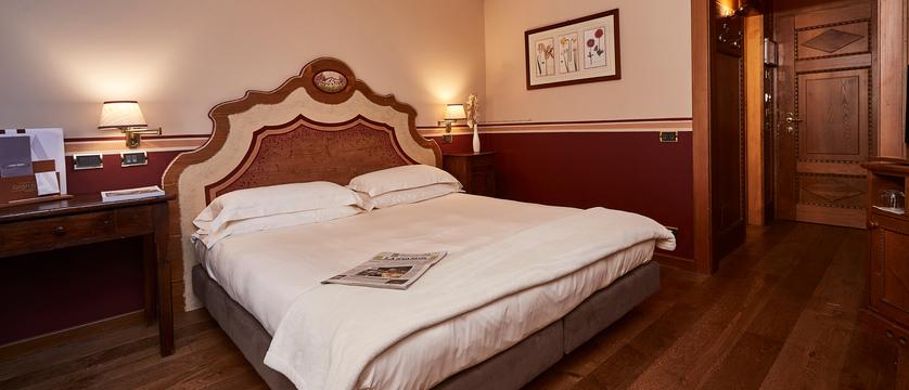 italy_courmayeur_hotel-gran-baita_bedroom.jpg